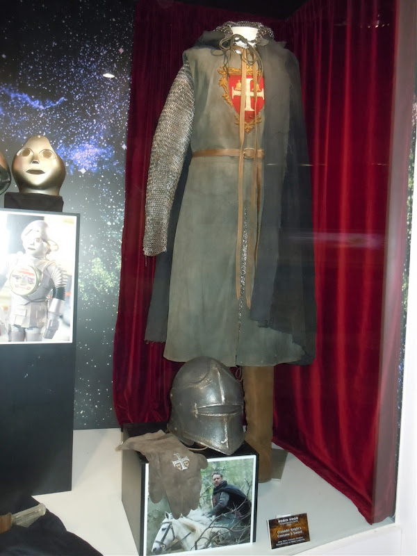 Russell Crowe Robin Hood movie costume