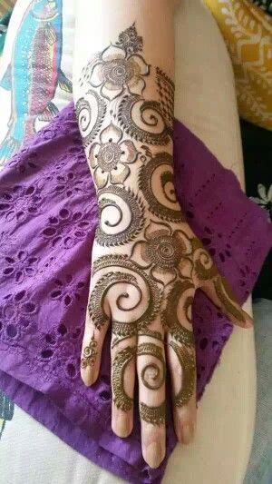 25 Latest Floral Henna Mehndi Designs For Hands Bling Sparkle