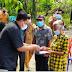 Bupati Vandiko Gultom Memberikan Dana BLT kepada Masyarakat Samosir