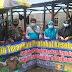 Babinsa Koramil 422-04/Balik Bukit Bersama Puskesmas Menghimbau Masyarakat Di pasar Lumbok Seminung.