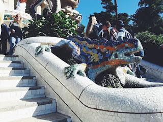 taras widokowy, Barcelona, Gaudi, mozaika, Park Guell, salamandra, jaszczurka