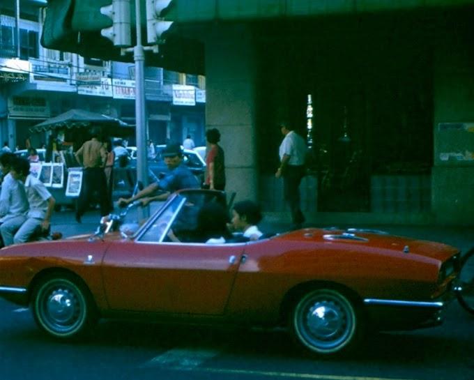 Cô gái Sài Gòn dạo phố xe mui trần từ những năm 1970