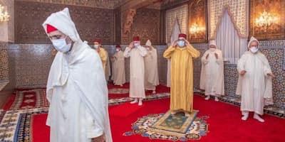 الملك محمد السادس يؤدي صلاة العيد دون خطبة في احترام للتدابير الاحترازية