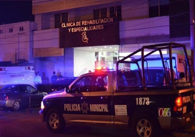 Sicarios balean a policía porque evitó que mataran a hombre en una clínica