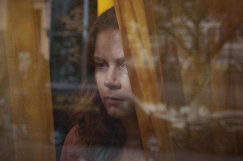 Netflix покажет триллер «Женщина в окне» летом 2021 года - свежий кадр внутри