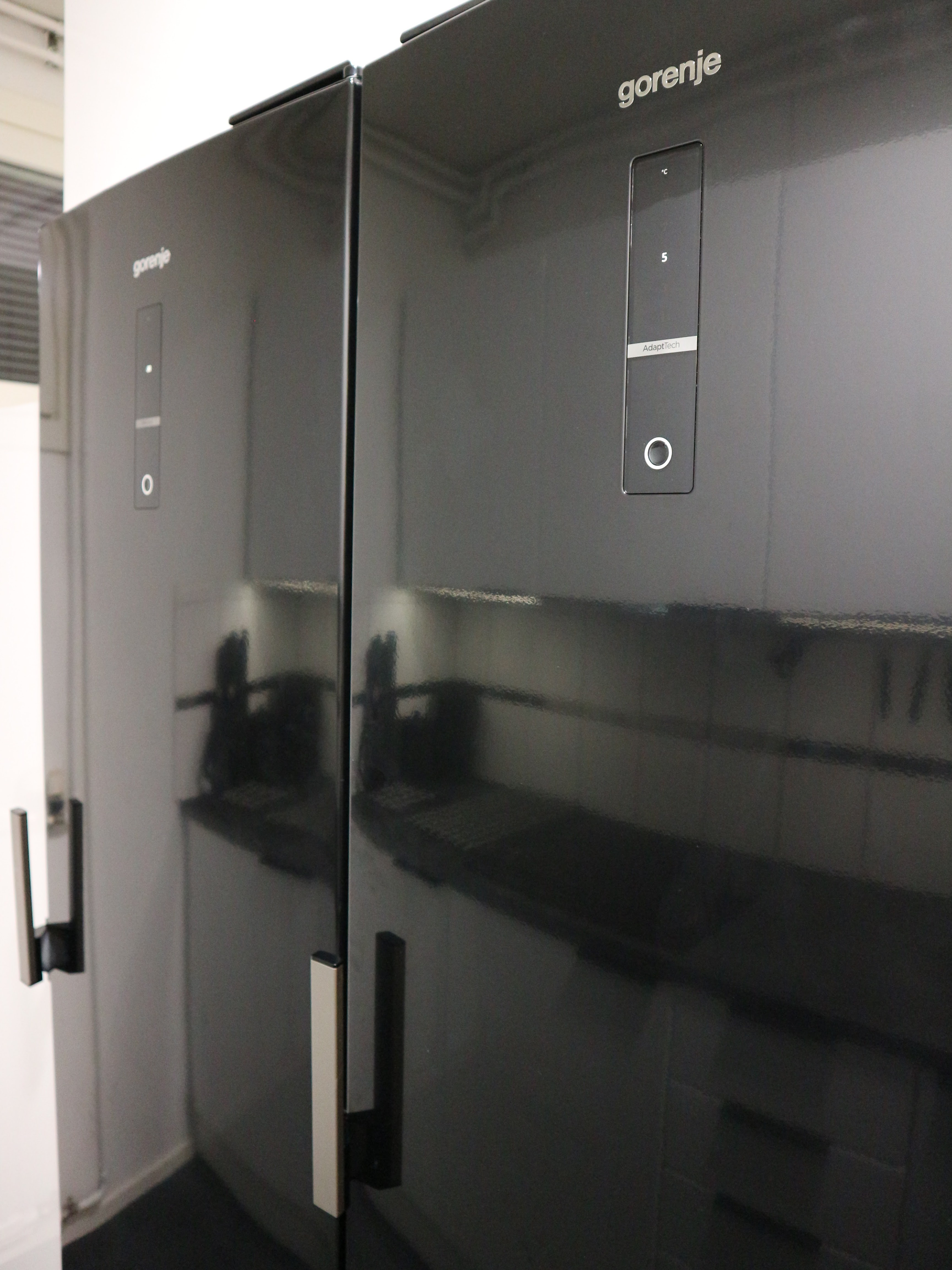 Gorenje musta jääkaappi ja pakastin