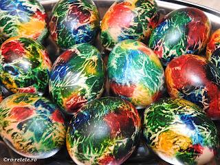 Oua colorate reteta pentru Paști ouă fierte vopsite curcubeu rosu galben verde albastru retete aperitive mancare inviere Paște,