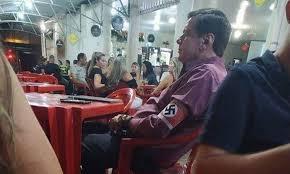 Homem  da suástica no braço em MG vira réu por apologia ao nazismo.