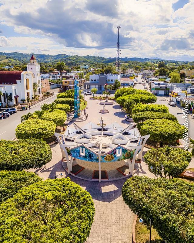 Parque Duarte de Cotuí , República Dominicana. (Foto: @albertomrod)
