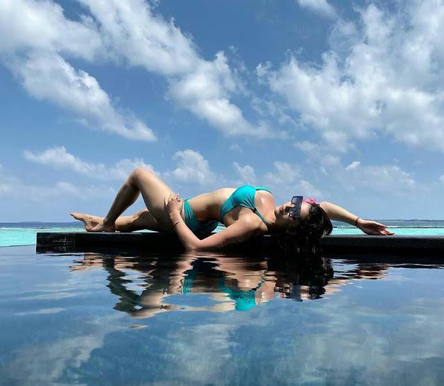 Urvashi Rautela Sexy HD Bikini Wallpaper