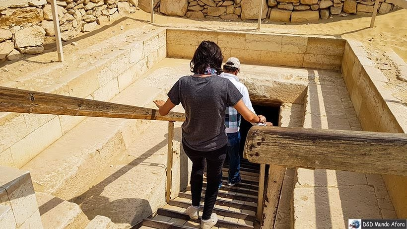 Entrando na Pirâmide de Teti em Saqqara, Egito - pirâmide egípcia