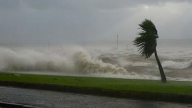 badai topan di indonesia