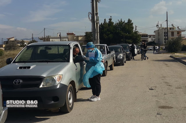 Ουρά αυτοκινήτων σχηματίστηκαν στο Άργος για test κορωνοϊού από την ΚΟΜΥ Αργολίδας
