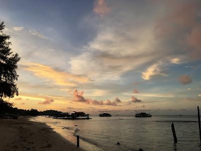 keindahan alam pulau raya