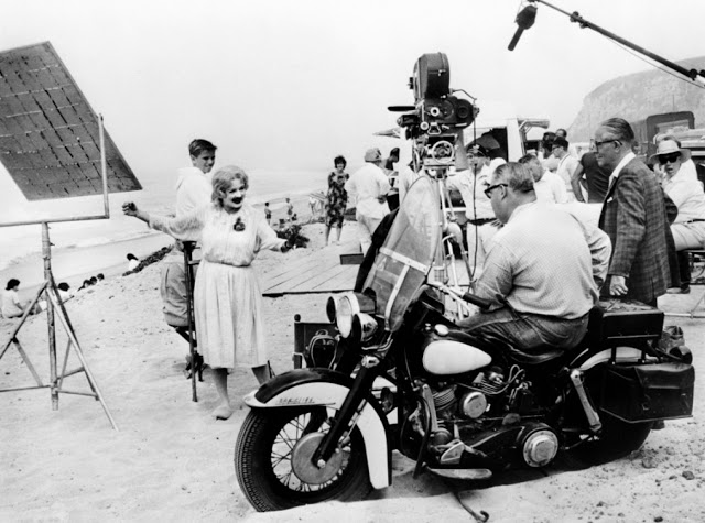 Foto dos bastidores do filme O que terá acontecido a Baby Jane?, 1962.