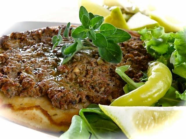 Lahmacun - türkische Hackfleischpizza - mega leckeres Rezept!