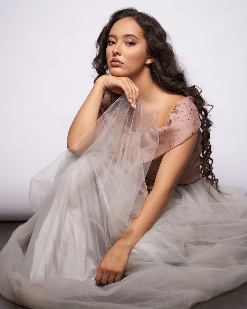 Faouzia Ouihya cewek manis dan seksi imut cantik