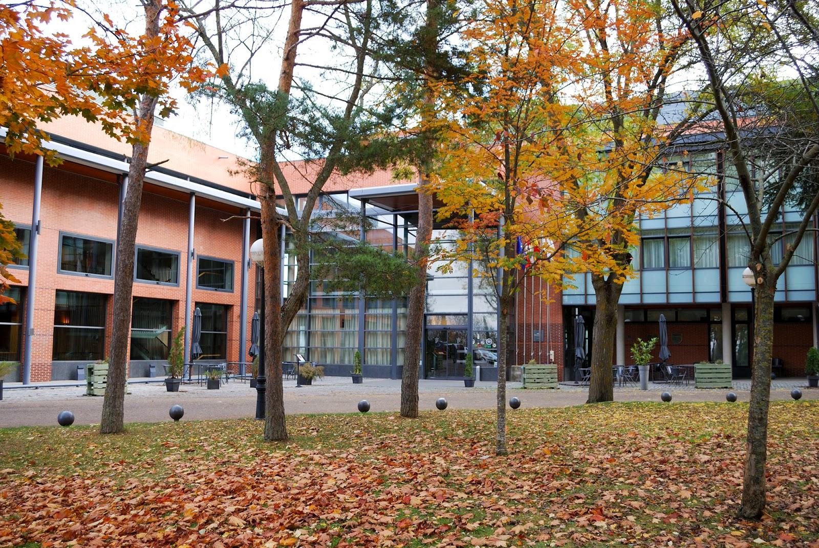 parador soria antonio machado hotel restaurante fachada otoño