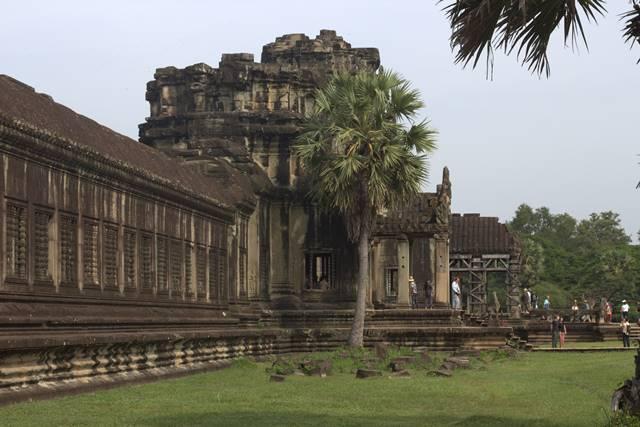 Gerbang Masuk Utama Angkor Wat Dilihat Dari Bagian Dalam