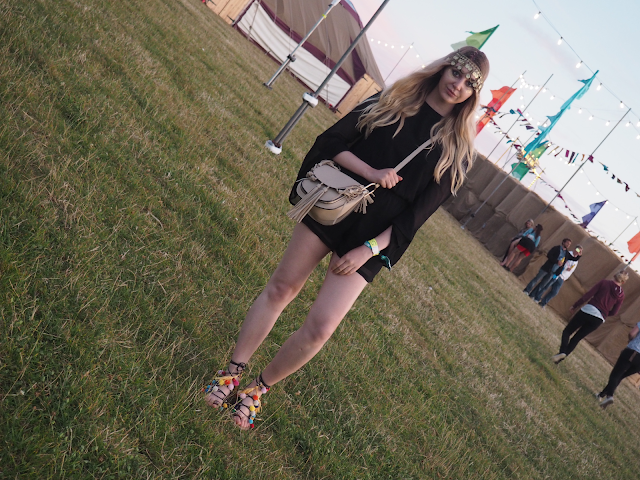 boohoo festival fashion blogger