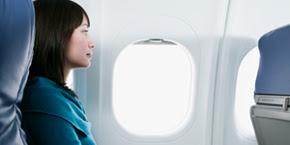 Comment se comporter avec un voisin ennuyeux en avion ?