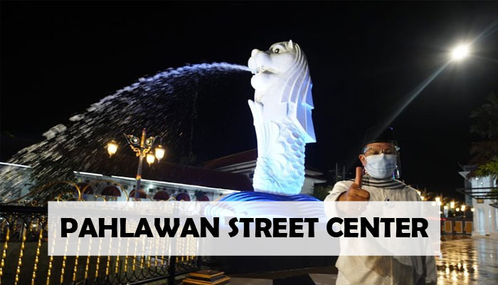Patung merlion di Pahlawan Street Center