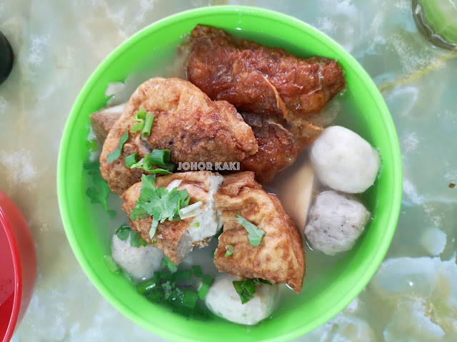 Kwong Hong Yong Tau Fu (known as Yong Liew Fun in Ipoh) 广丰茶室酿料粉