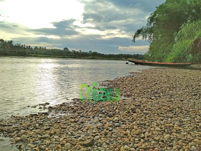 foto sungai kampar pantai kerikil