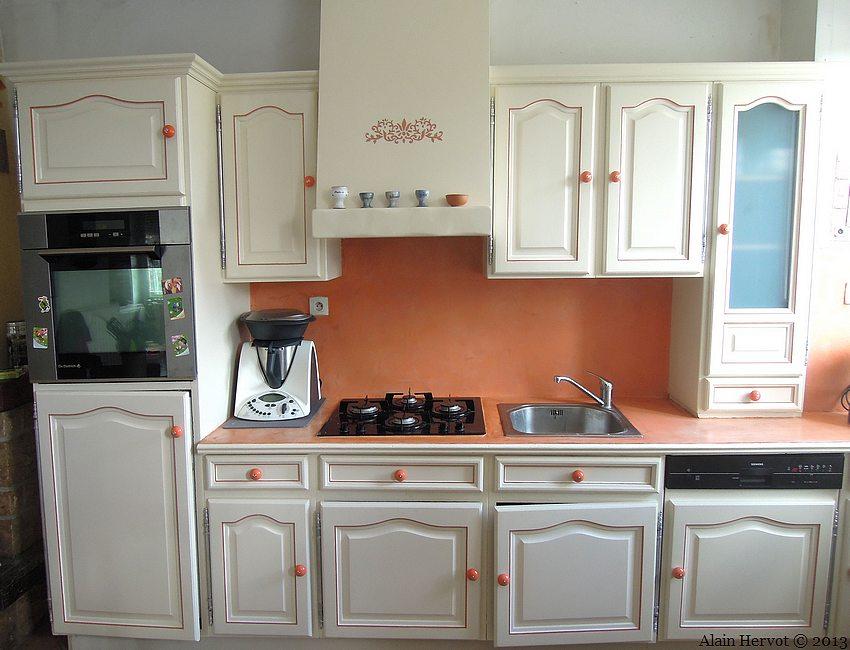 cuisine blanche relookee pr l vement d 39 chantillons et une bonne id e de. Black Bedroom Furniture Sets. Home Design Ideas