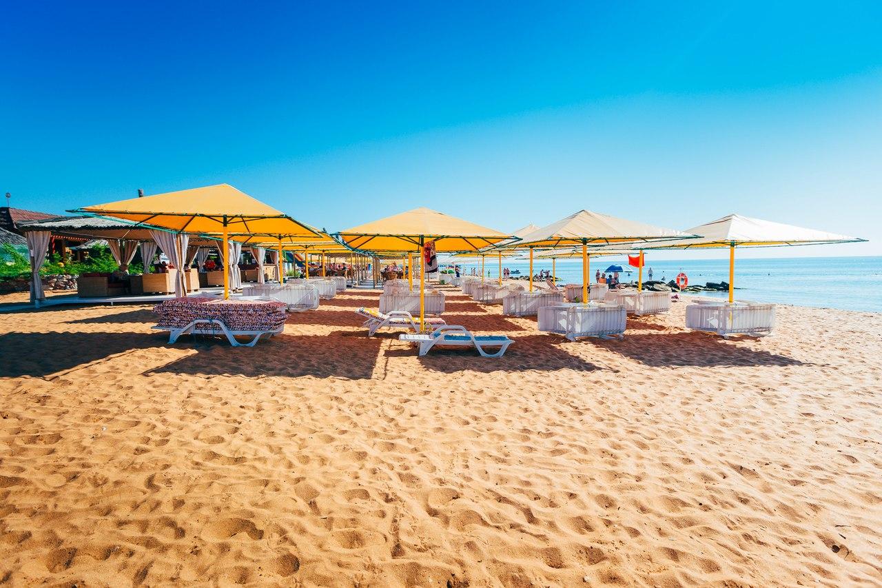 Пляж в курортном комплексе Здоровье в Феодосии