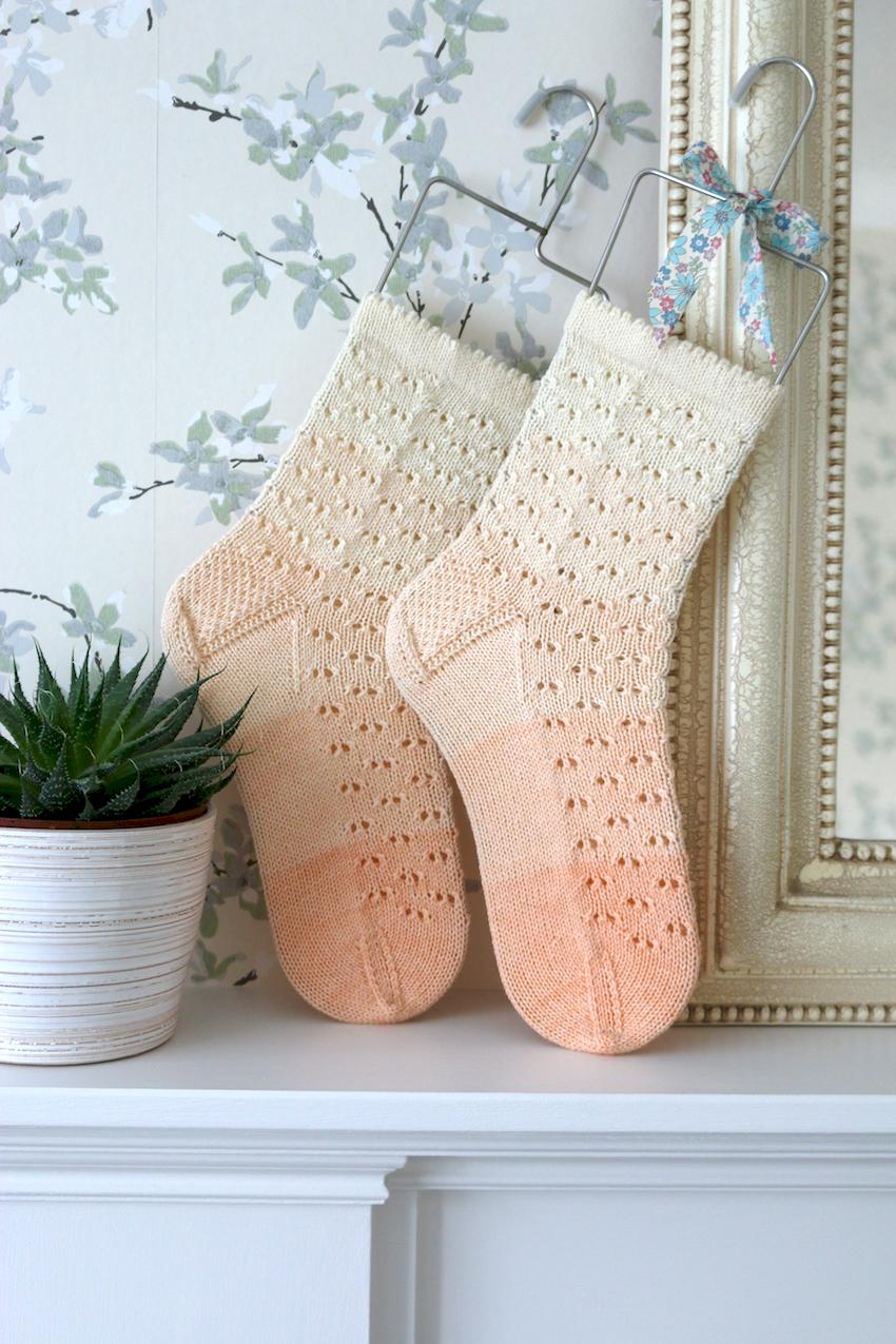 Pearly Dot Socks