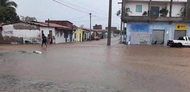Chuva intensa no domingo (26) provoca alagamento em R. do Jacuípe
