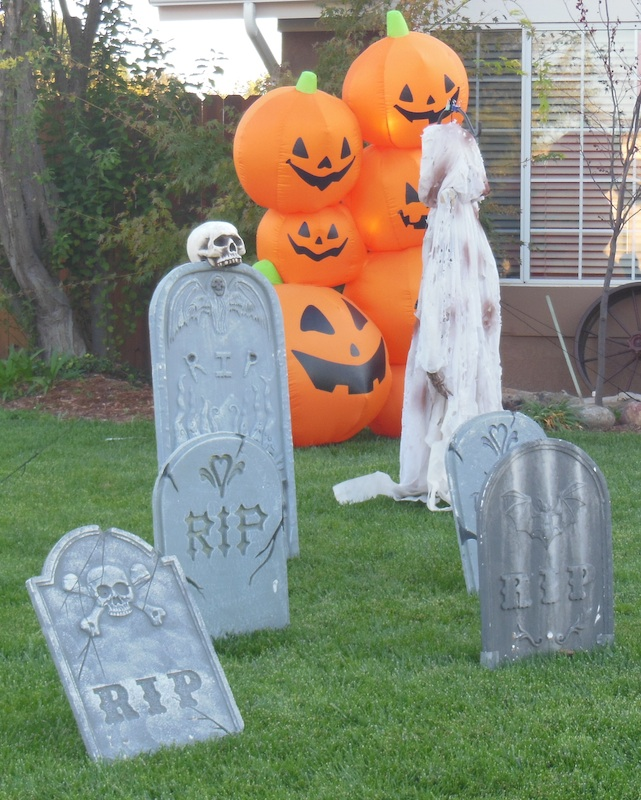 Halloween Yard Decorations, © B. Radisavljevic
