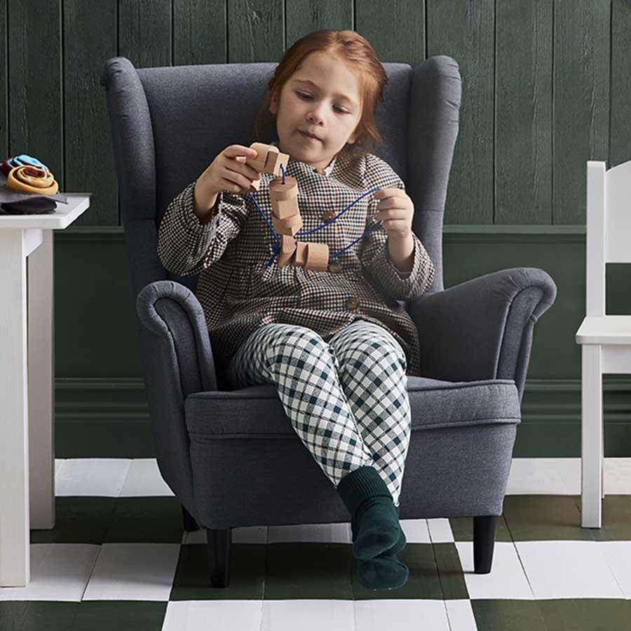 novedad catálogo ikea 2020 sillón para niños gris STRANDMON
