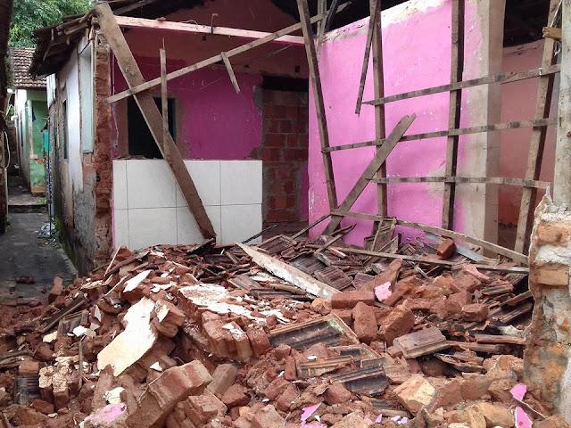 Casa desaba após família deixar o local em Afonso Cláudio