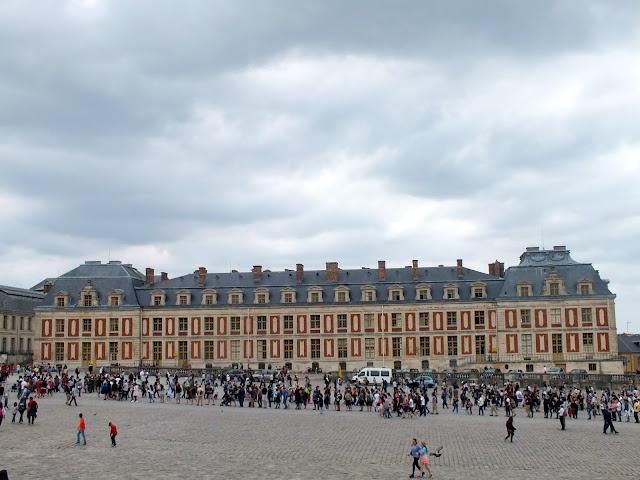 colas para entrar al Palacio de Versalles