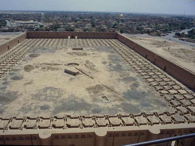 Большая мечеть в Самарре — мечеть в городе Самарра, бывшей столице халифата Абассидов, которые и выстроили это огромное сооружение в 849—852 годах. На тот момент это была самая крупная постройка исламского мира.