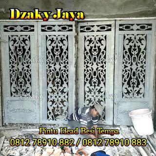 Pemasangan pintu head besi tempa klasik di Jakarta Barat