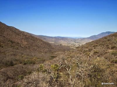 Vista de Las Trojes, entre la Sierra del Ixtle (der) y el Cerro La Chupinaya (izq)