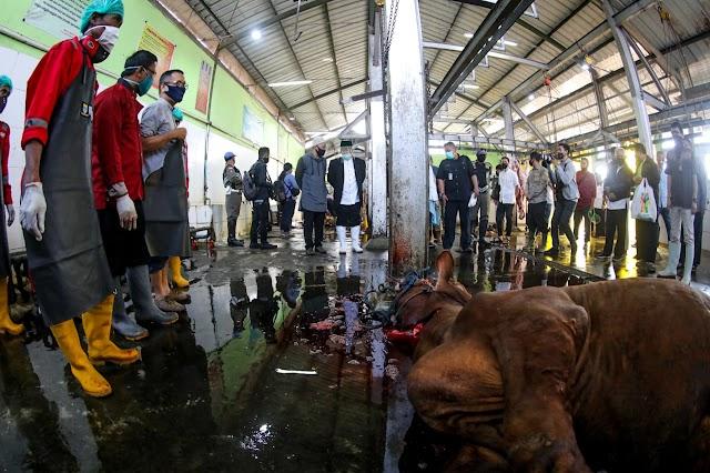 Memastikan Kualitas Daging Terjaga, Oded : Lihat Langsung  Pemotongan Hewan Kurban Di RPH Ciroyom
