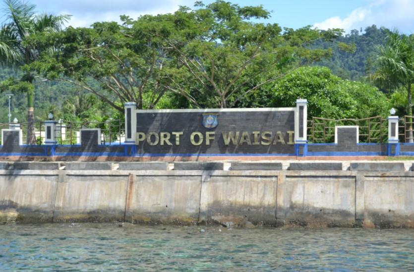 pelabuhan waisai Raja Ampat Papua Barat