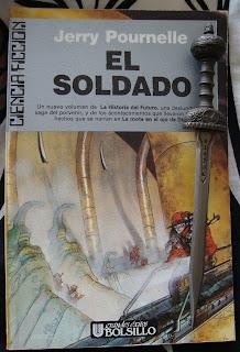 Portada del libro El soldado, de Jerry Pournelle
