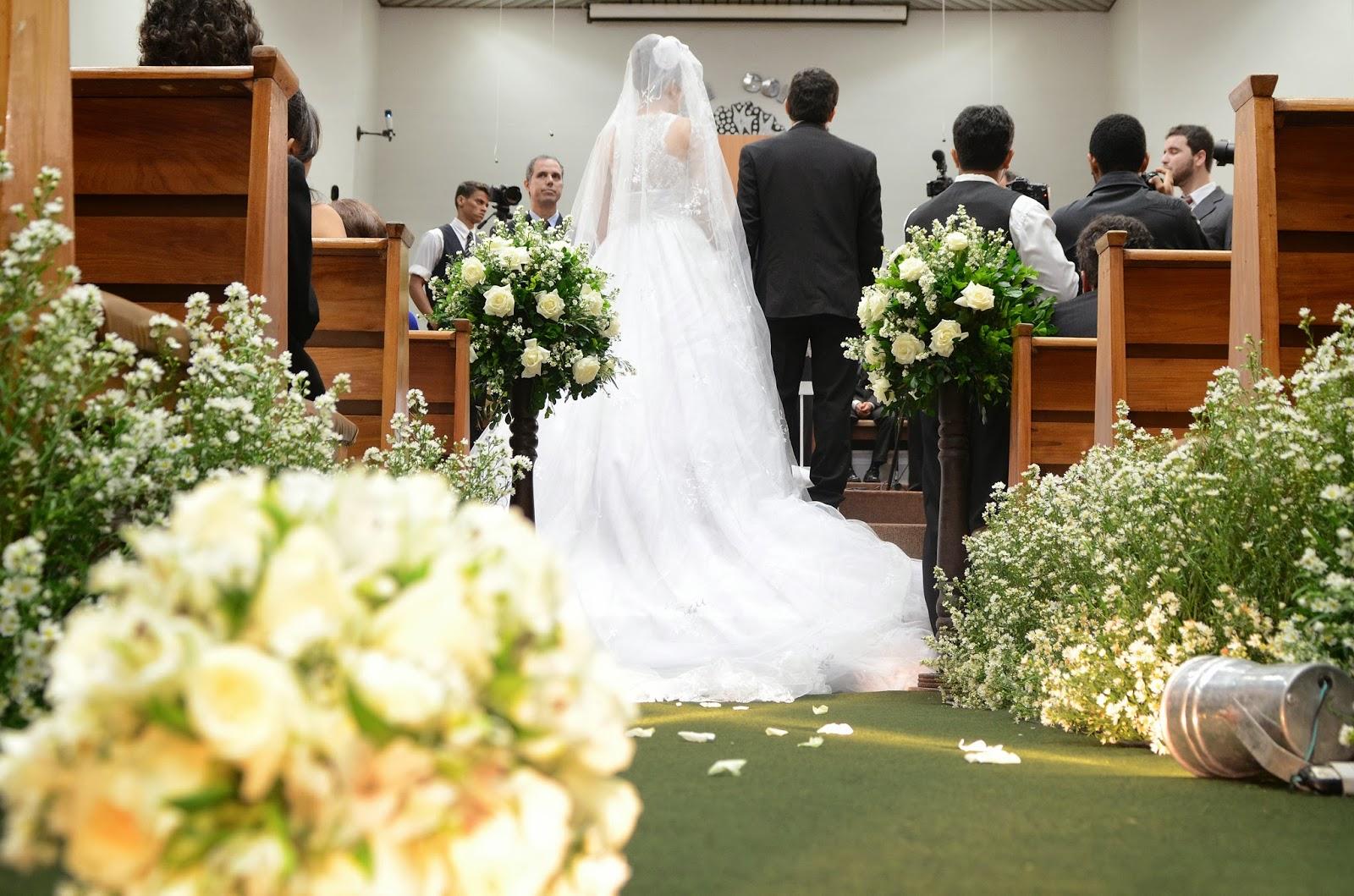 cerimônia - altar - noivos - decoração igreja