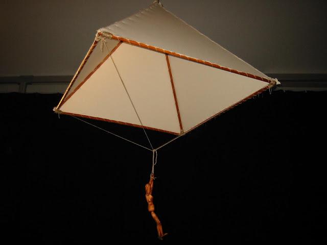 reprodução em escala do paraquedas de DaVinci - scale reproduction of DaVinci´s Parachute