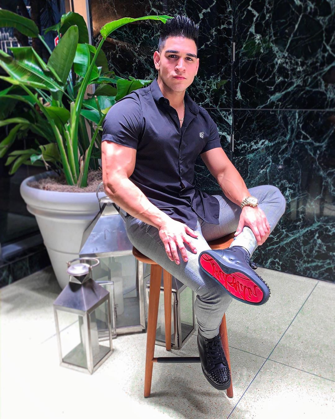 sexy-bad-boy-fit-muscle-dude-sitting-outside-getleman-look