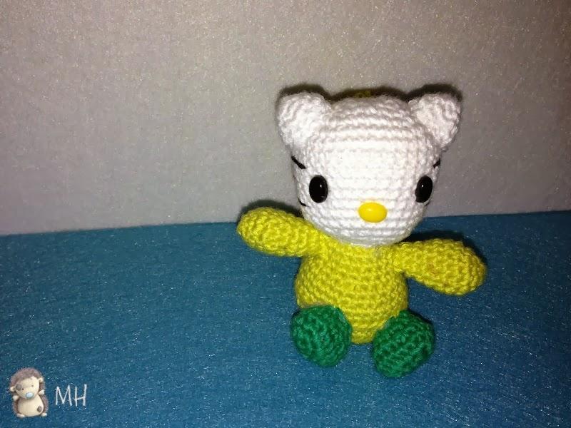 pequeña Hello Kitty amigurumi