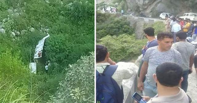 हिमाचल से बुरी खबर: रिश्तेदार के घर गए युवकों की कार खाई में गिरी, तीन की मौत