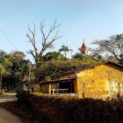 Igreja no alto do monte, nas proximidades do Vale da Oratória em Socorro, no interior de São Paulo. (foto: Jean Tosetto)