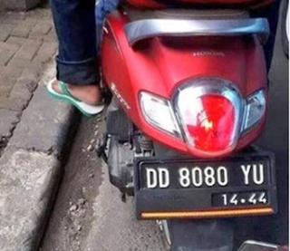 Plat DD daerah mana - Untuk plat nomor kendaraan DD digunakan di wilayah Sulawesi Selatan. Kode plat kendaraan Kota Makassar