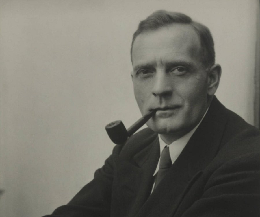 biography of edwin powell hubble essay Edwin hubble biography biography of scientist edwin hubble - know height, weight, age, date of birth, occupation, birth place and body statistics of edwin hubble edwin powell hubble (november 20, 1889.